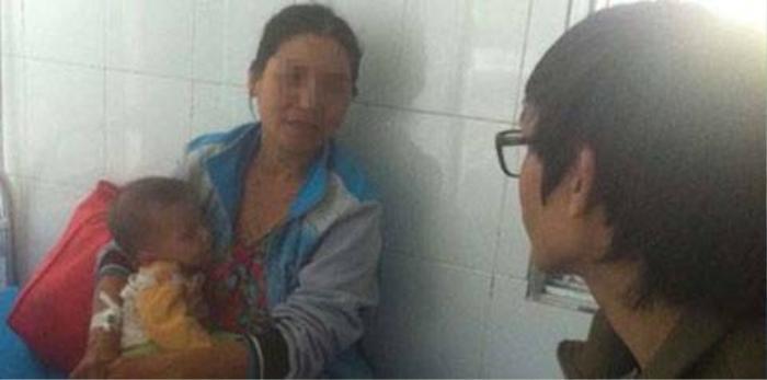 Chị Hương kiệt sức nằm viện sau khi chạy trốn từ Trung Quốc về Việt Nam.