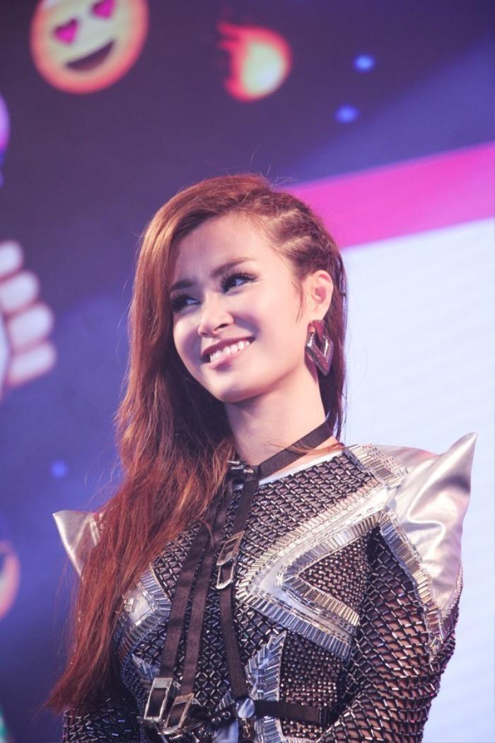 Tối 22/11, tại Nhà Văn hóa Thanh Niên TP HCM, Đông Nhi kết hợp với kênh MTV Việt Nam tổ chức mini-show đặc biệt nhằm giới thiệu và quảng bá single mới nhất mang tên Boom Boom sẽ phát hành vào đầu tháng tới.