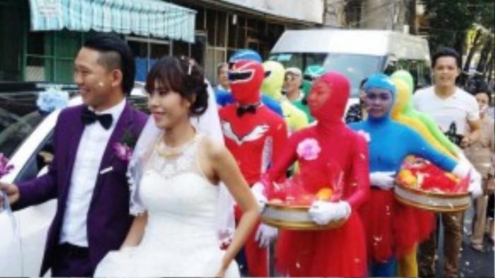 Dàn siêu nhân màu mè đầy cuốn hút trong lễ rước dâu.