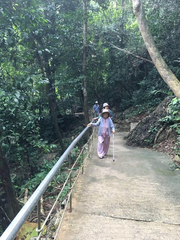 Cụ bà 92 tuổi và những hành trình không tưởng ảnh 4