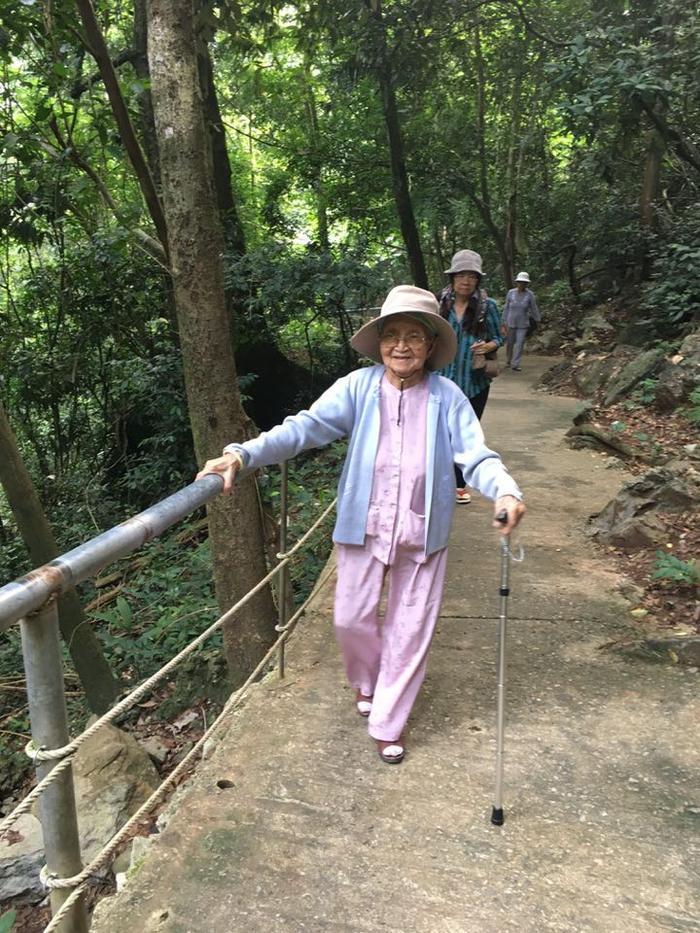 Cụ bà 92 tuổi và những hành trình không tưởng ảnh 6