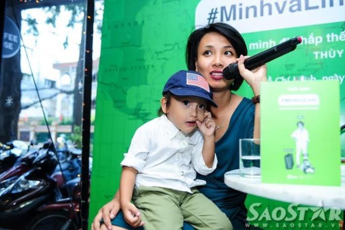 MC Thùy Minh và con trai.
