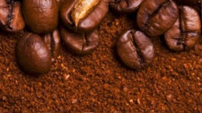 Kết hợp bột thảo dược với bột cà phê để tẩy tế bào chết cho da 1 lần/ tuần