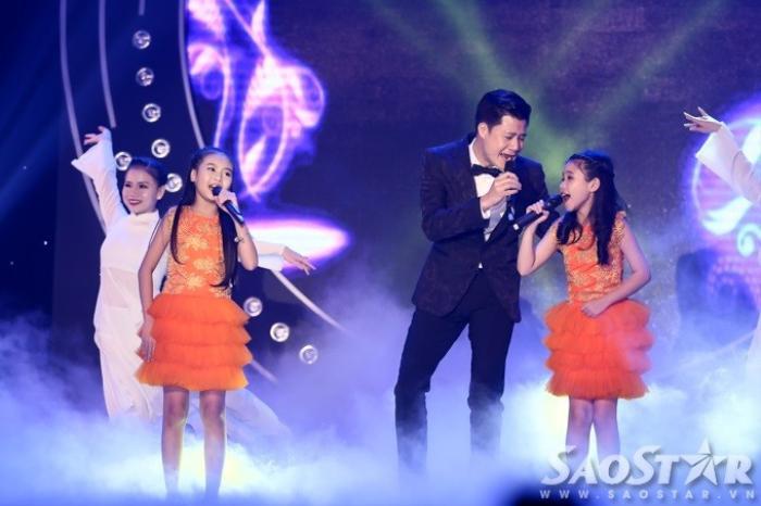 Quang Dũng kết hợp với hai bé Bảo An, Trang Thư gửi tặng các khách mời lẫn khán giả ca khúc ý nghĩa Sống như những đóa hoa. Tiết mục có sự hỗ trợ của vũ đoàn MTE, đội Sơn ca Nhà Thiếu nhi quận 3 (TP HCM).