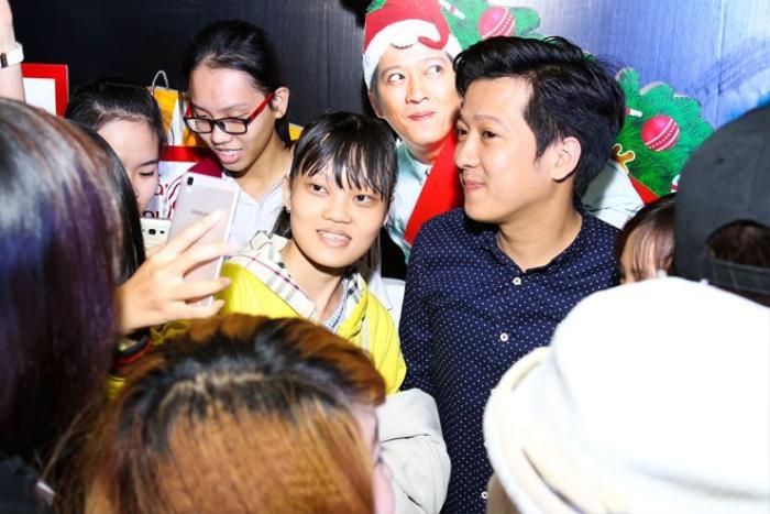 Diễn viên hài Trường Giang trong buổi giao lưu cùng các fan.