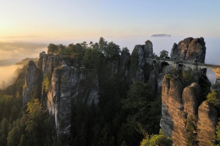 Đường biên giới giữa Đức và Cộng hòa Séc là một vách đá sừng sững với khung cảnh vô cùng ấn tượng có lẽ nên nằm trong danh sách khám phá nếu bạn đặt chân đến Châu Âu.