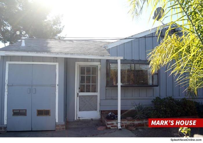 Ngôi nhà của Mark bị khám xét.