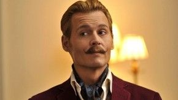 Diễn xuất và bộ ria mép thảm họa của Johnny Depp.