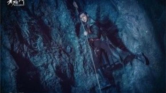 Trong phim, Trần Vỹ Đình vào vai Trương Khải Sơn, một người luôn sẵn lòng vì quốc gia mà dấn thân vào hiểm nguy, diệt trừ cái ác, mang lại cuộc sống yên bình cho nhân dân.