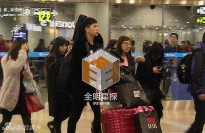 Hứa Ngụy Châu trở về từ sân bay Bắc Kinh.