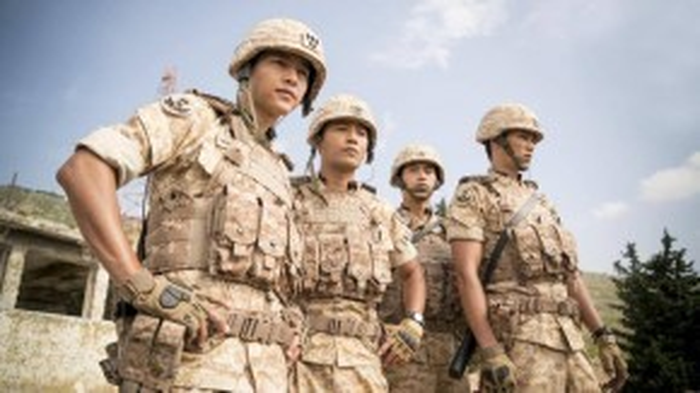 """Tin vui cho tất cả phe kẹp tóclà nhữnganhchàng quân nhân như Đại úyYoo Shi Jinkhông chỉ có trên phim ảnh.Thực tế, các quân nhân Hàn Quốc cũng """"hot xình xịch"""" không kém."""