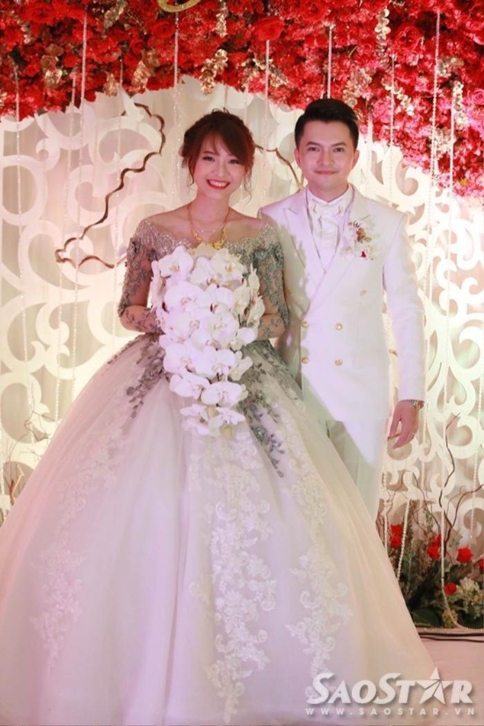 Ca sĩ trẻ Nam Cường bất ngờ làm đám cưới bí mật.