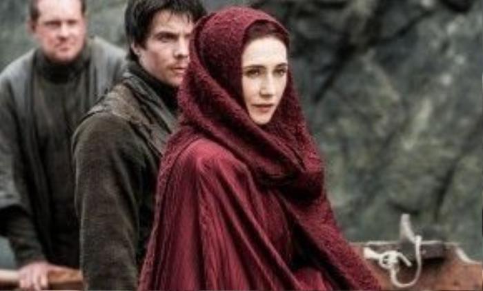 Cho đến nay, Melisandre vẫn là một nhân vật mấu chốt và cực kỳ quan trọng của series Game of Thrones.