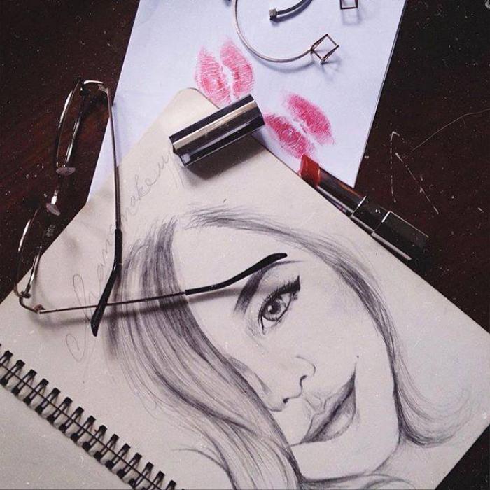 Một bức tranh do người hâm mộ phác họa cô ấy.