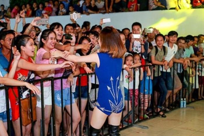 'Cực sung' khi giao lưu cùng khán giả.
