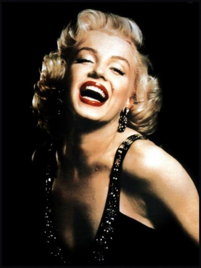 Marilyn Monroe, người phụ nữ gợi cảm nhất hành tinh với đôi môi dày cùng tông son đỏ đã đi vào huyền thoại.