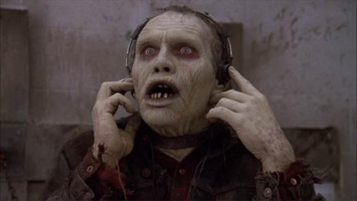 """Nhân vật """"Bud"""" trong """"Day Of The Dead"""" (1985) thông minh hơn hẳn các """"bạn bè"""" khác."""