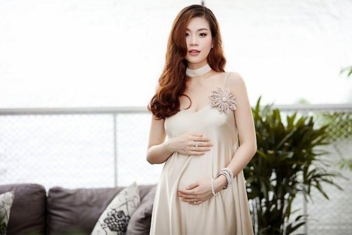 Hiện tại Diễm Trang đang mang bầu ở tháng thứ 5 của thai kỳ, cô tăng cân và ngày càng đẹp mặn mà kể khi khi có con. Cô sống ở cả Hà Nội lẫn TP.HCM để có thể gần gũi cả gia đình nội và ngoại.
