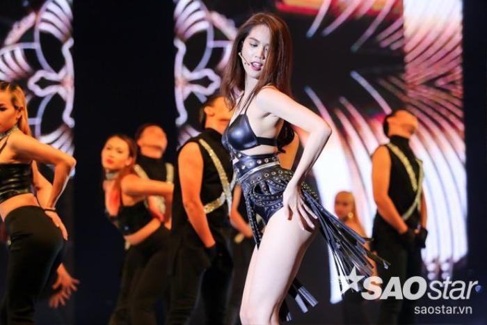 Ngọc Trinh không chỉ khoe màn vũ đạo cực sexy...
