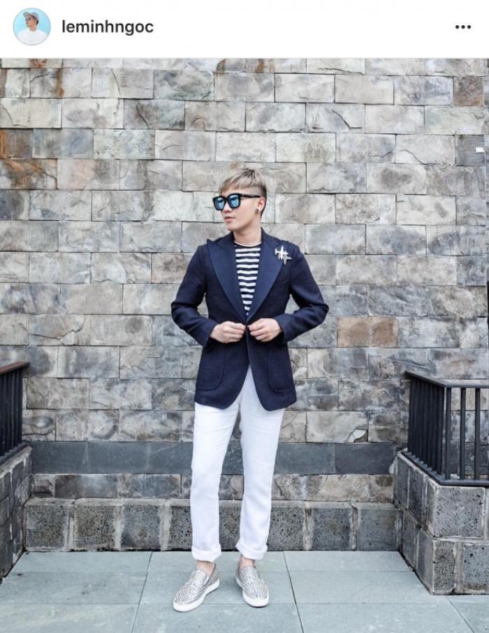 Combo lịch lãm: kính mát Gentle Monster + áo Urbanista + Ghim cài áo Chanel Airline + quần trouser + giày slip-on Christian Louboutin.