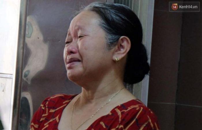 Bà Lan liên tục khóc khi kể về con gái.