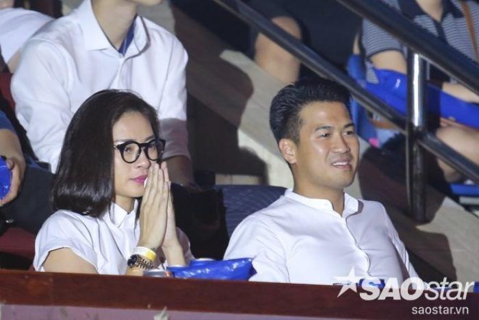 Ở trên khán đài, Ngô Thanh Vân cũng không thể ngăn được dòng nước mắt.
