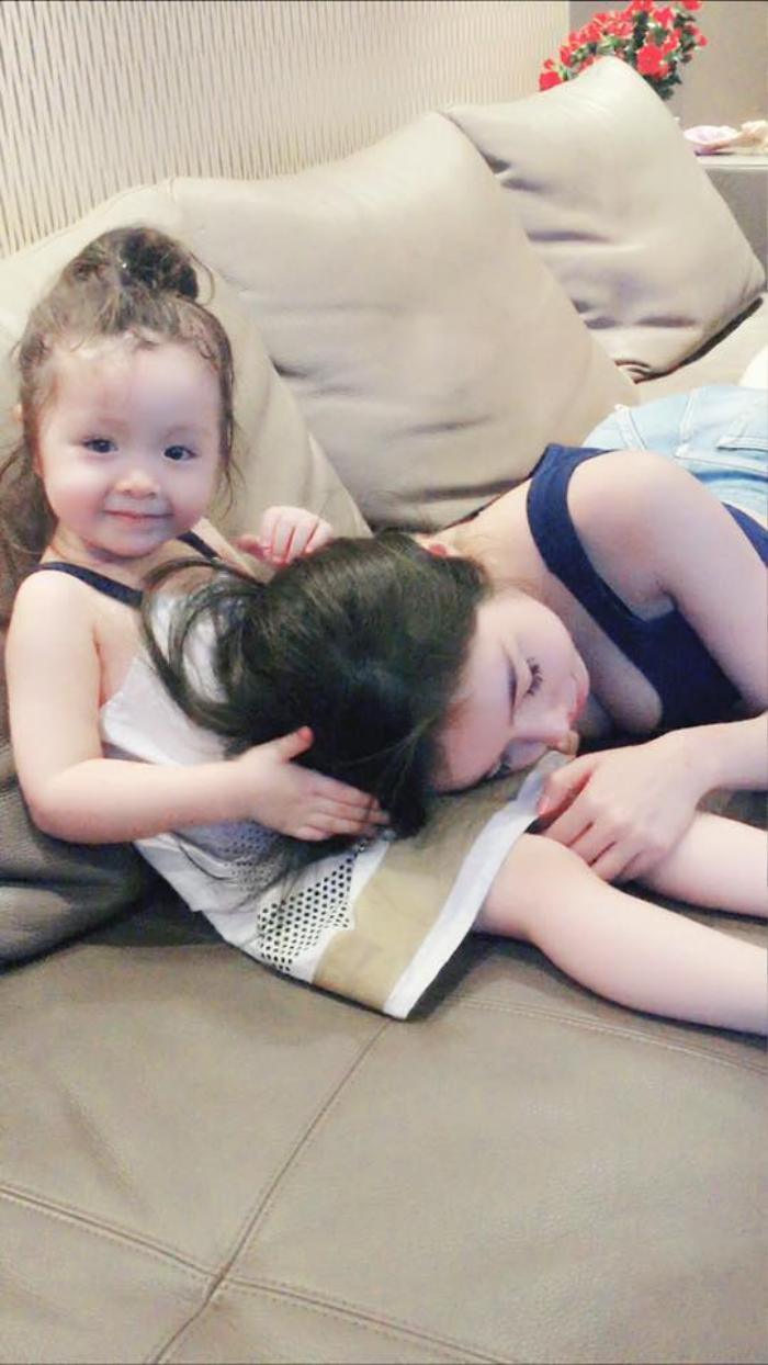 Cadie không chỉ yêu chiều em trai, mà còn cực kỳ tâm lý với mẹ Elly Trần.