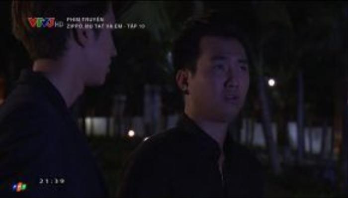 Trước mặt Sơn, Huy còn chế nhạo Lam cùng công việc bán dưa của cô.