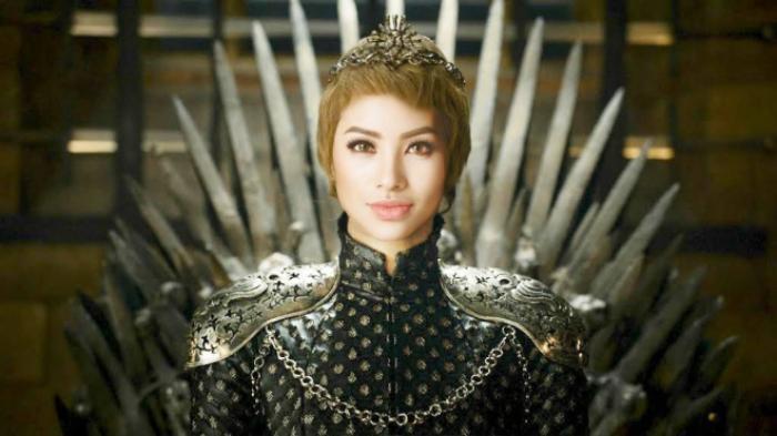 Phạm Hương liều lĩnh và bất chấp dư luận, rất thích hợp khi được so sánh với bà hoàng Cersei Lannister về khoản chiến thuật.