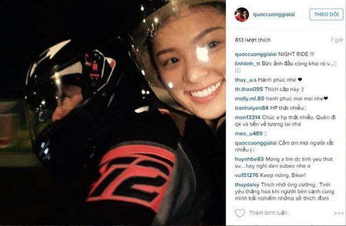 28/01/2016 Hạ Vi đăng tải hình ảnh cùng Cường đô la diện đồ đôi và tranh thủ selfie trong cầu thang máy