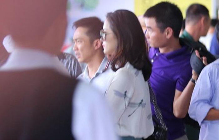 Chiều 23/11/2015, cặp đôi bị bắt gặp ở sân bay Tân Sơn Nhất khi vừa hạ cánh từ Gia Lai về TP HCM.