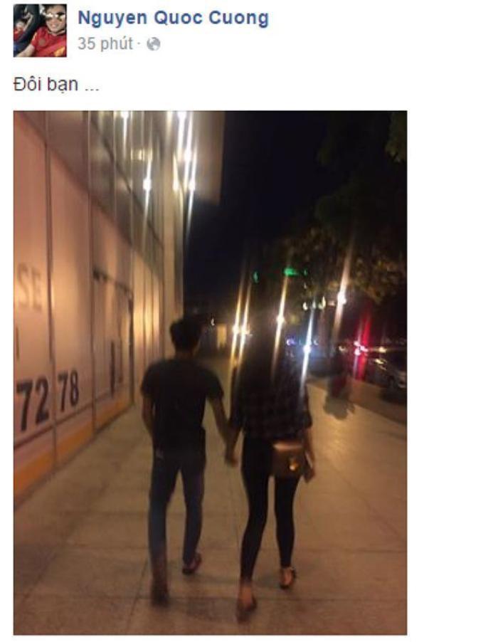 """Tối 10/7/2016, Cường Đô la chia sẻ bức ảnh nắm tay Hạ Vi dạo phố đêm kèm status ngắn gọn: """"Đôi bạn…"""".."""