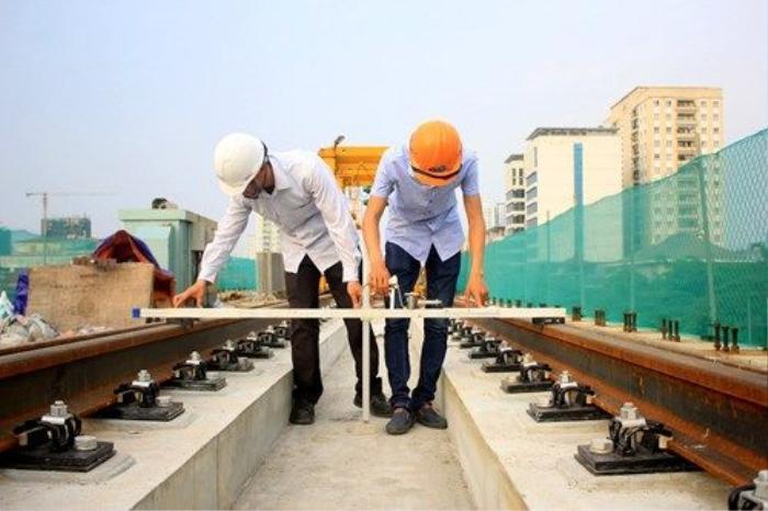 Dự án sử dụng công nghệ ray hàn liền kết hợp liên kết ray với bản mặt cầu không đá Ba lát nhằm tạo êm thuận và giảm rung lắc cho đoàn tàu khi chạy. Đây cũng là công nghệ được nhiều tuyến đường sắt tiên tiến trên thế giới sử dụng.