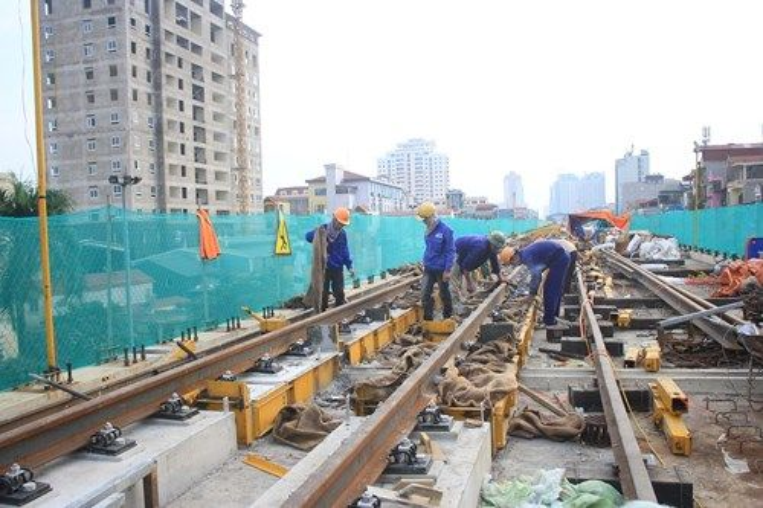 Cùng với việc hoàn thành nhà ga mẫu, những mét đường ray đầu tiên đã được thực hiện trên tuyến Vành đai 3 - Thanh Xuân.