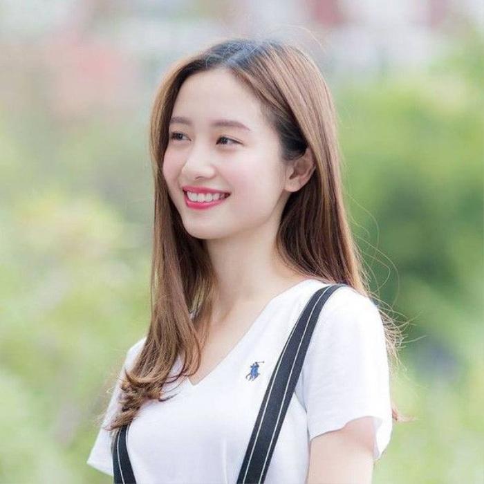 Jun Vũ không chỉ được biết đến là một hot girl đình đám mà còn là một diễn viên tài năng. Cô vừa đảm nhiệm vai chính (đóng cặp cùng Bê Trần) trong phim điện ảnh Vẽ đường cho yêu chạy.
