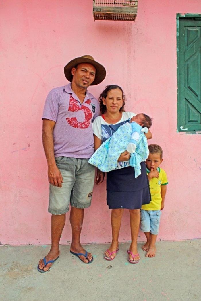 Trong khi mang thai em bé đầu tiên, hai vợ chồng đã đặt ra quy định: Nếu đứa bé là con trai sẽ do người chồng đặt tên, còn nếu em bé là bé gái sẽ do người vợ đặt tên. Kết quả là đến nay Jucicleide Silva vẫn chưa có quyền đặt tên con. (Nguồn: The Sun)