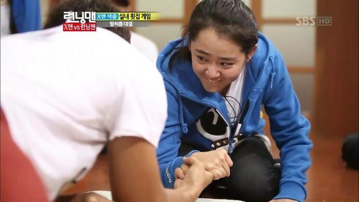 Dành chiến thắng dễ dàng trước Jong Kook nhờ ma lực tình yêu.
