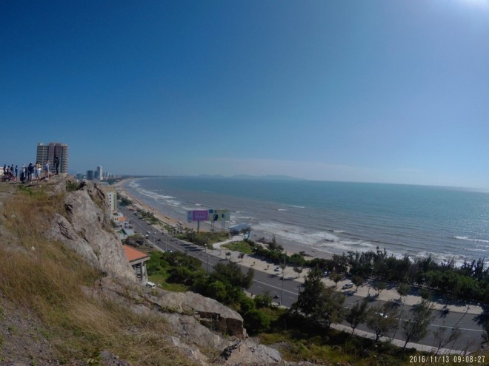 Hành trình bắt đầu từ thành phố biển Vũng Tàu, với một góc nhìn toàn cảnh từ đồi Con Heo.