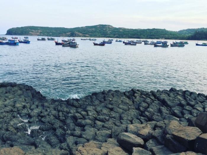 Gành Đá Đĩa được tạo hóa ưu ái ban tặng một kiệt tác hoàn hảo. Cung đường biển Viêt Nam vẫn còn rất nhiều địa điểm đẹp và thú vị để các phượt thủ khám phá.