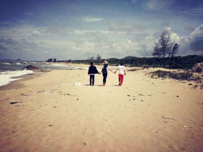 Những bãi cát hoang sơ trãi dài trên đoạn đường qua Hồ Tràm.