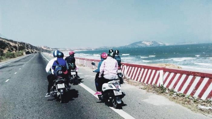 Cung đường từ Mũi Né về Bàu Trắng (Bình Thuận) tuyệt đẹp.