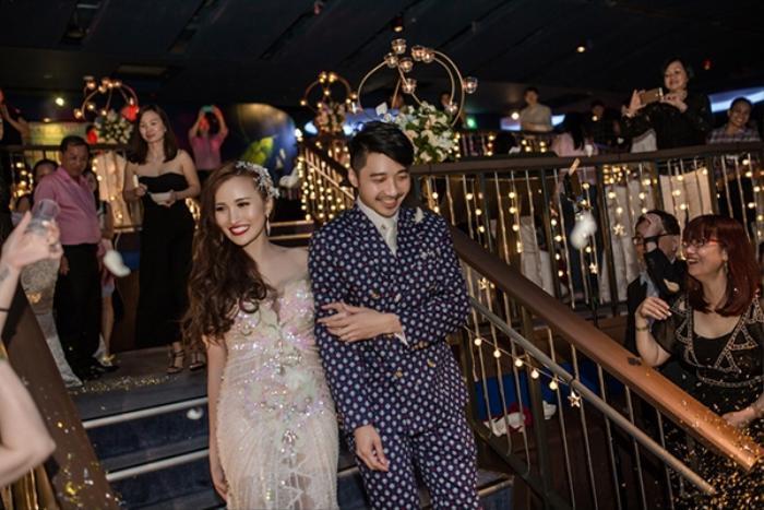 Tiệc cưới siêu lung linh tại thủy cung của cặp cô dâu Việt và chú rể người Singapore.