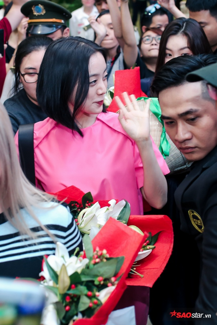 Đến Việt Nam lần này nhóm chỉ có 3 thành viên, do cô nàng rapper Yoobin bận việc riêng nên không thể có mặt.