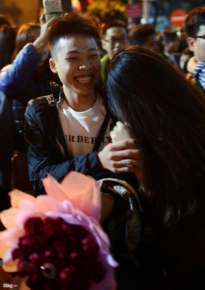 Đó là màn tỏ tình của Lam, chàng trai quê Thái Bình đang làm việc tại thủ đô, còn cô bạn gái là Linh. Cả hai đều đã yêu nhau từ trước đó nhưng chưa có màn tỏ tình nào ý nghĩa như thế này.
