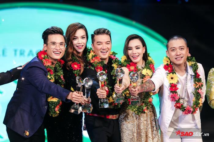 Hà Anh Tuấn cùng Hồ Quỳnh Hương, Hồ Ngọc Hà, Đàm Vĩnh Hưng và Tuấn Hưng là những cái tên nằm trong Top 5 Ca sĩ được yêu thích nhất năm - Bảng vàng (Top Gold).