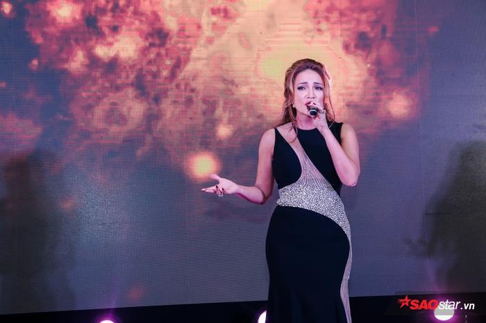 Cô cũng góp mặt trong chương trình bằng những ca khúc để lại dấu ấn khá đặc biệt.
