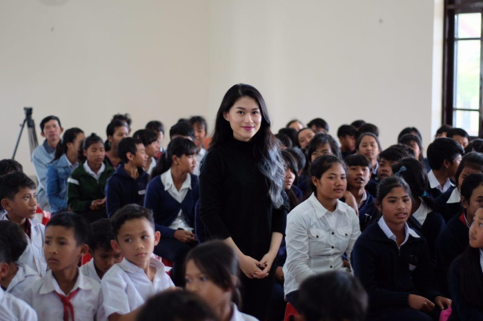 Dù chỉ rảnh đúng một ngày nhưng diễn viên Ngọc Thanh Tâm vẫn tranh thủ sáng lên Đà Lạt, chiều đến với học sinh nghèo xã Tà Nung (cách Đà Lạt 16 cây số), rồi tối lại về Sài Gòn.