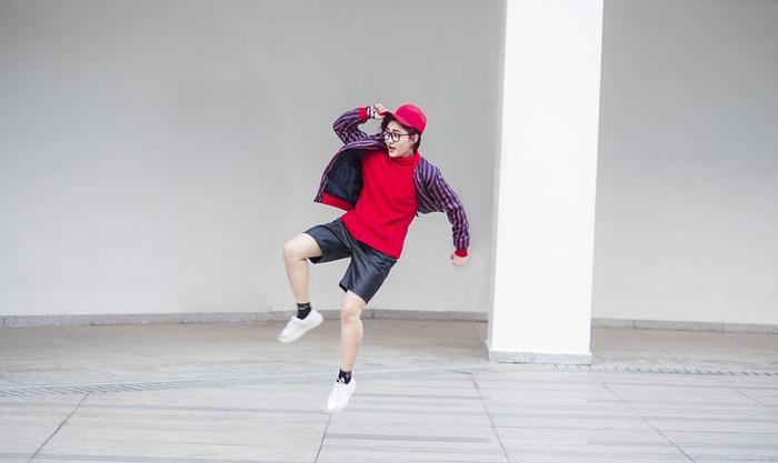 Remix gần 10 ca khúc xuân trong 3 phút, Vicky Nhung xứng danh 'thánh mashup'