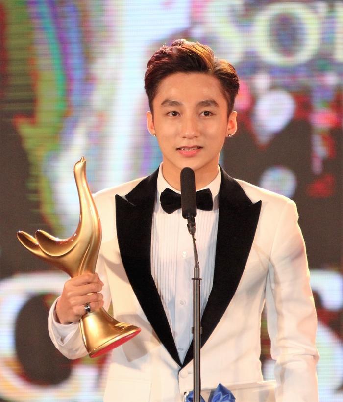 Năm ngoái, Sơn Tùng M-TP đã đạt được giải quan trọng nhất: Ca sĩ của năm.