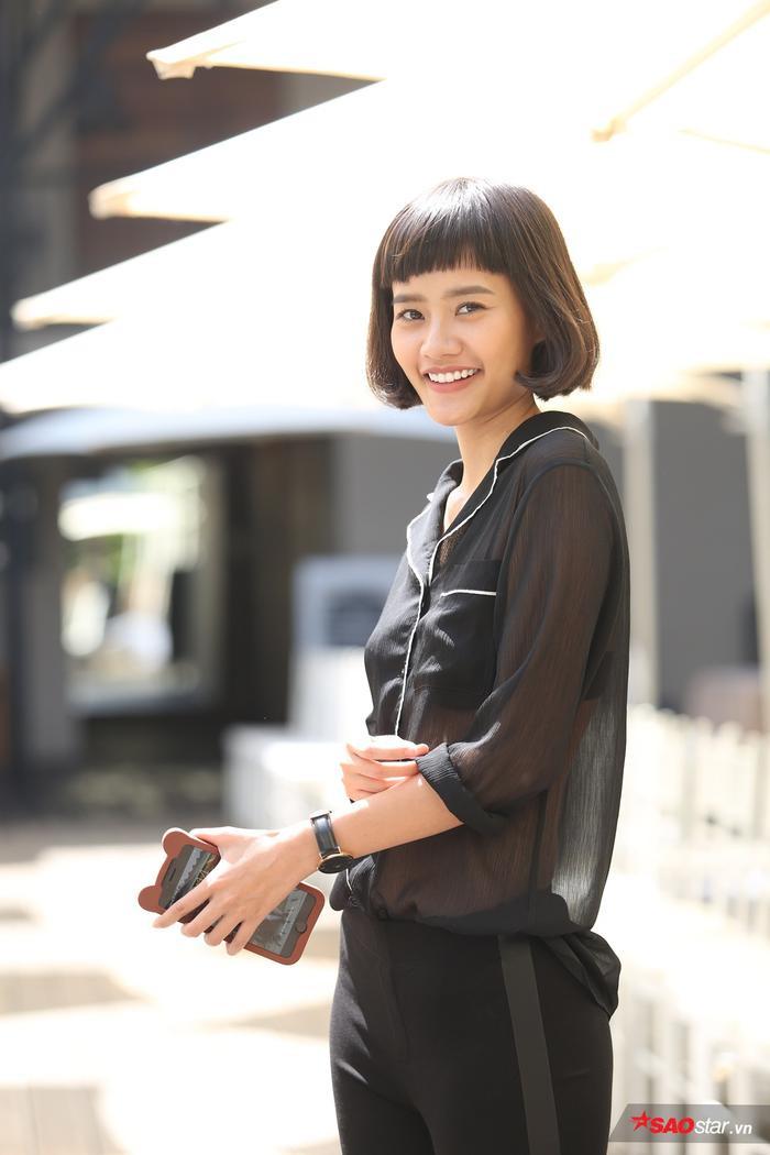 Dù nắng nóng nhưng Kim Chi vẫn giữ được vẻ ngoài tươi tắn, xinh đẹp và tràn đầy năng lượng.